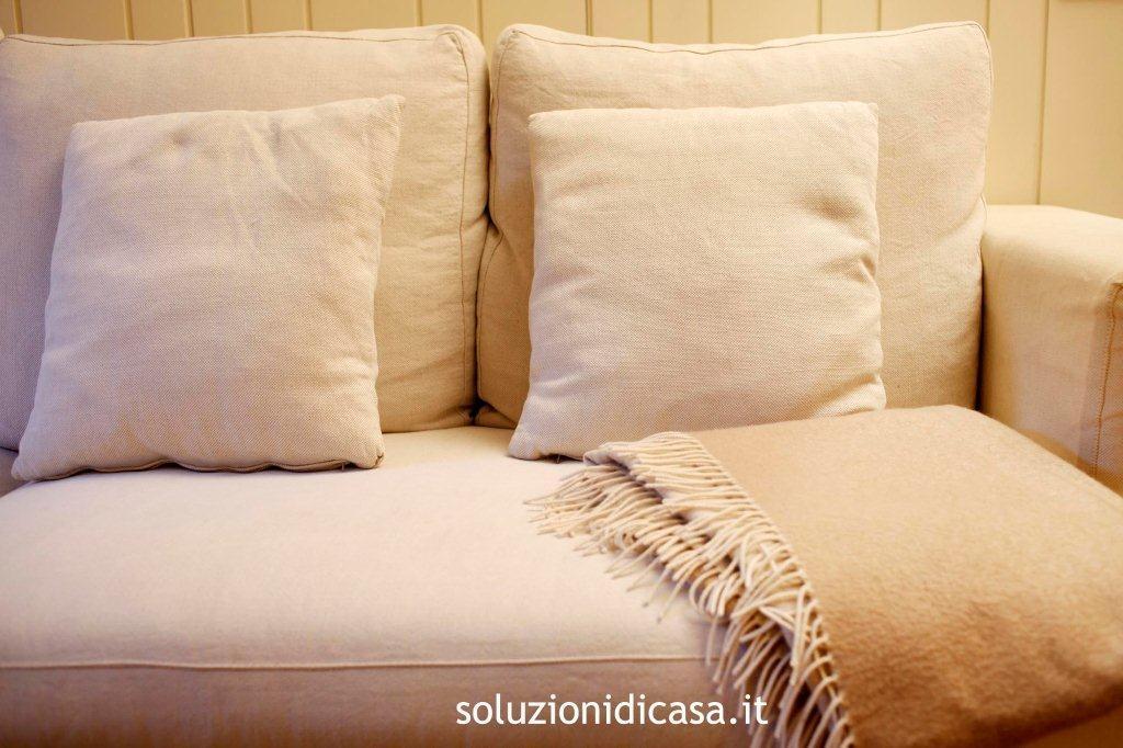 come pulire i divani in alcantara