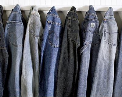 I jeans, come lavarli per evitare che scoloriscano