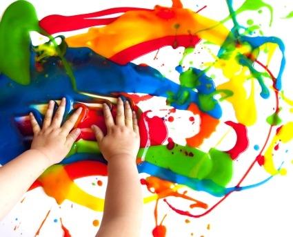 come togliere le macchie dei colori dai grembiulini