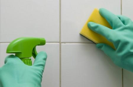 Come rimuovere la muffa dalle piastrelle senza candeggina