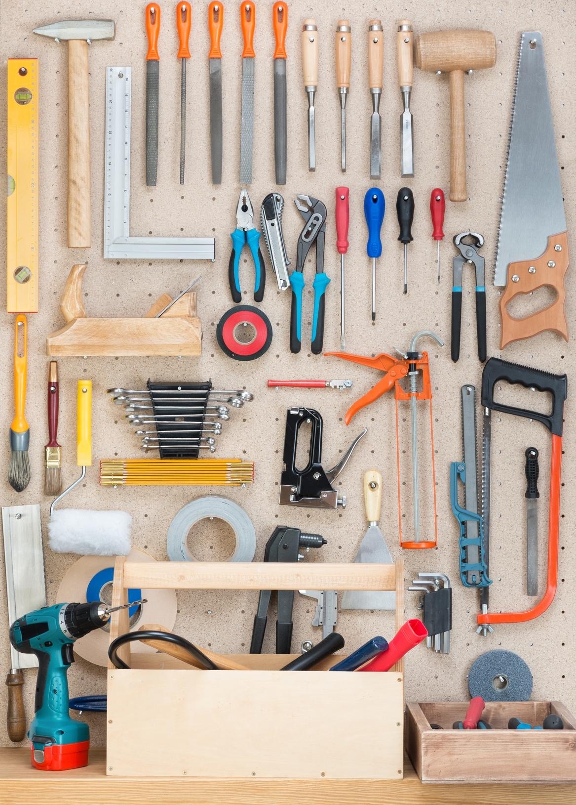 Come costruire un pannello per gli attrezzi per il garage