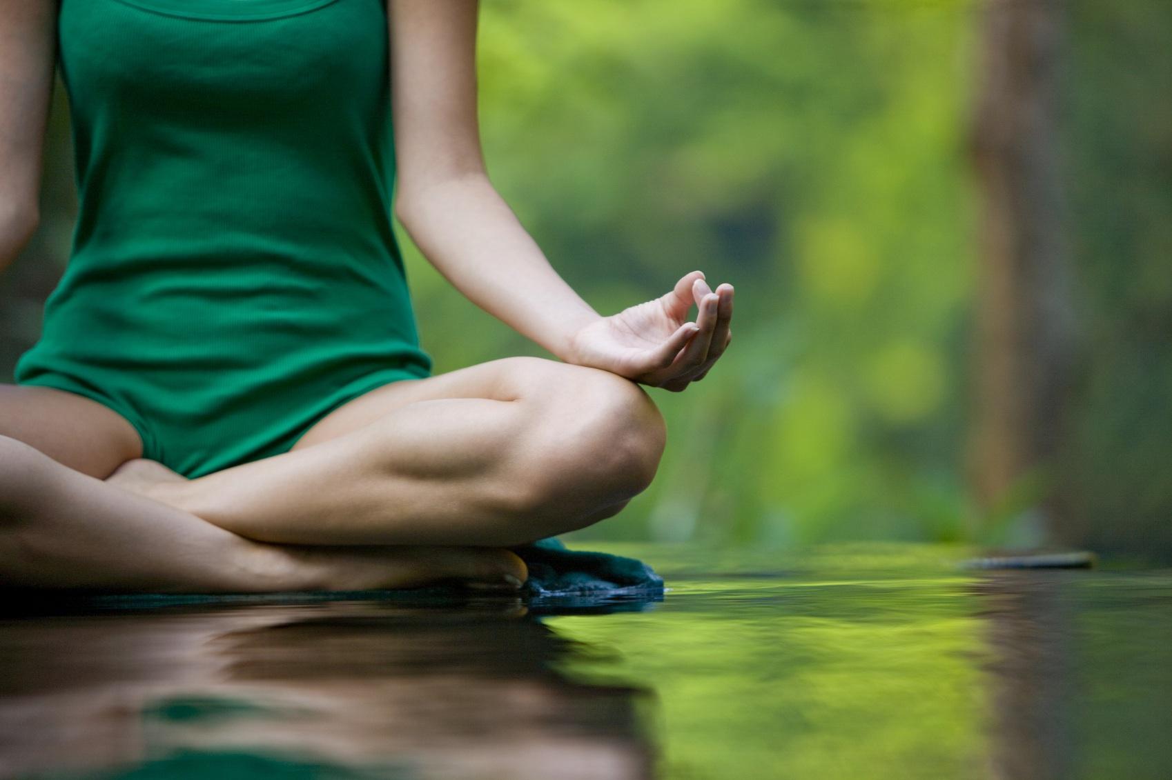 Come rilassare mente e corpo con lo yoga
