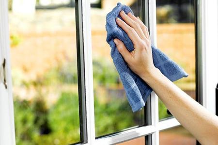 Come pulire i vetri esterni dopo la pioggia