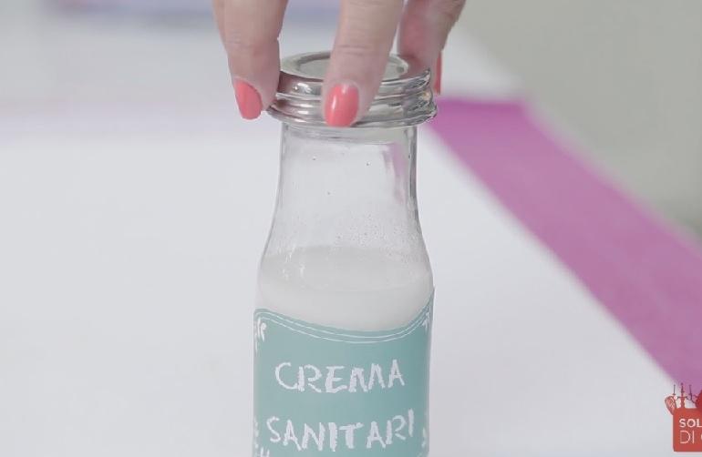 Crema antibatterica per i sanitari