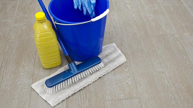 come eliminare i batteri dai pavimenti
