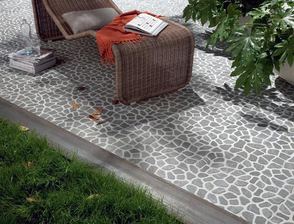 come pulire un terrazzo con piastrelle di ciottoli