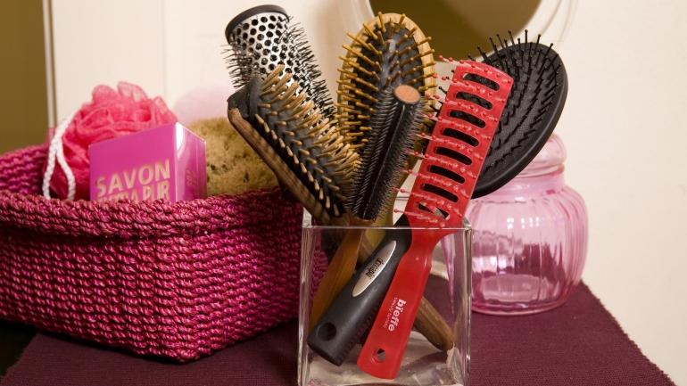 come pulire spazzole e pettini