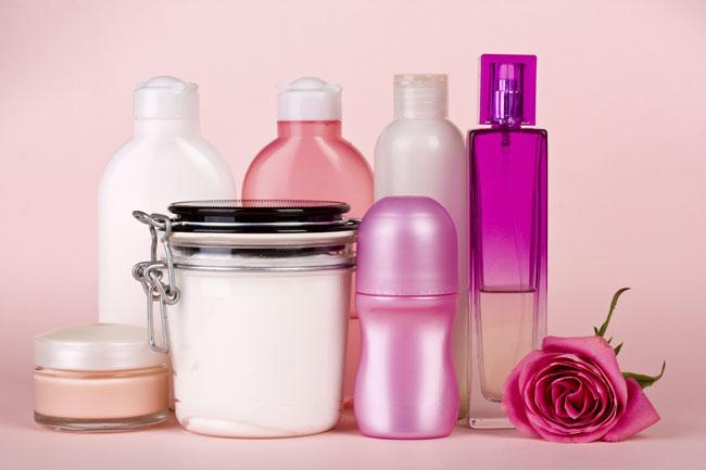 come organizzare i cosmetici in estate
