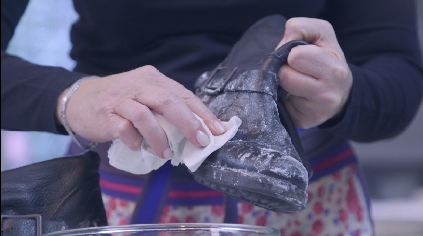 come pulire le scarpe macchiate di sale